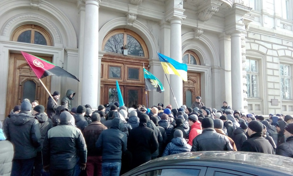 Miners protest at the Lviv state administration building lviv january 2016 2α