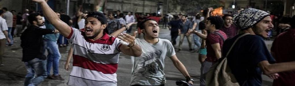 «Ο λαός θέλει να πέσει το καθεστώς»: διαδηλώσεις στους δρόμους της Αιγύπτου