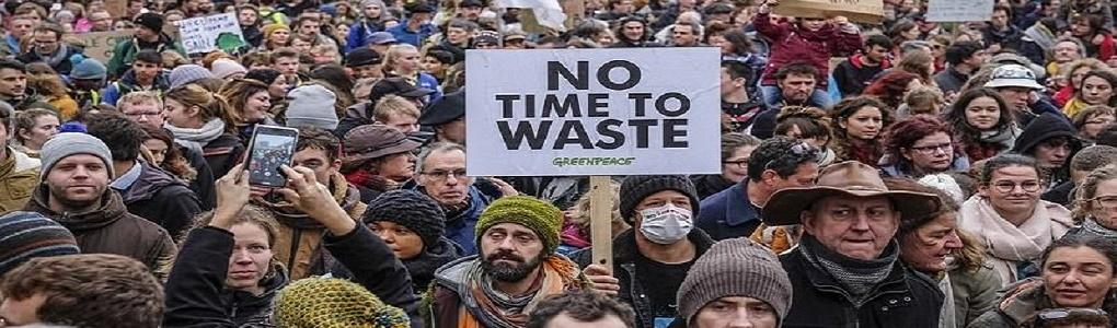 COP24: Μέσα στην καταστροφή, η κωμωδία συνεχίζει