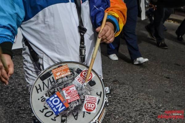 """Απεργία 4/2:""""Στα μπλόκα στα μπλόκα και την απεργία, ο λαός θα γράψει και πάλι ιστορία"""" -φωτορεπορτάζ"""